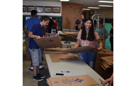Kids Against Hunger prep work at freshman orientation